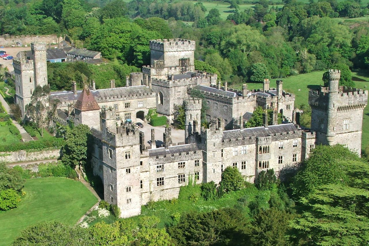 http://www.lismorecastle.com/uploads/images/headerimages/LismoreCastlefromtheair.jpeg